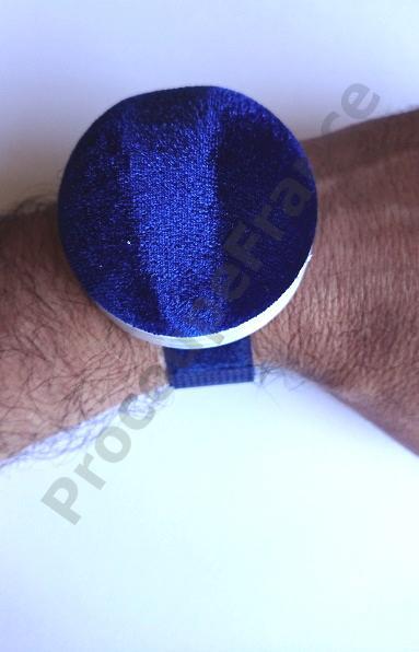 Pelotte a epingle bracelette scrache
